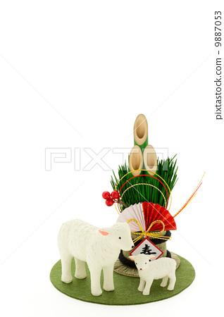 照片素材(图片): 羊年 新年贺卡材料 新年的圣诞树装饰