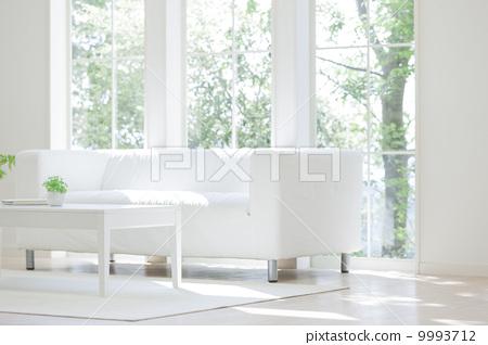 图库照片: 沙发 在窗户旁 窗边