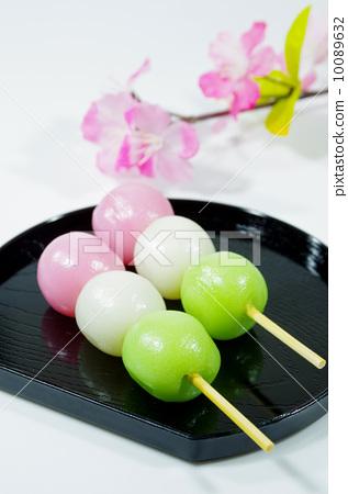 三色丸子_图库照片: 三色饺子 串烧丸子 团子