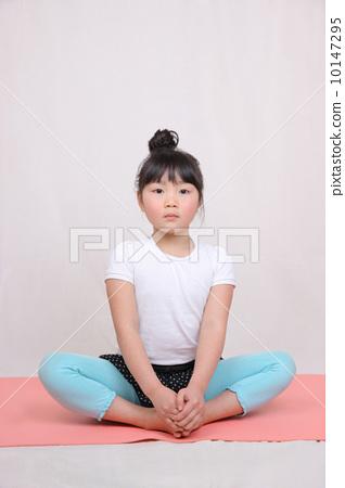 照片素材(图片): 瑜伽 瑜珈 女生