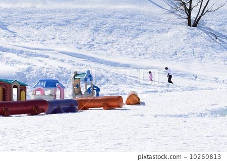照片 人物 男女 情侣/夫妻 滑雪场 滑雪度假村 堆  *pixta限定素材仅
