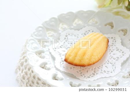 玛德琳蛋糕 里面 白色背景