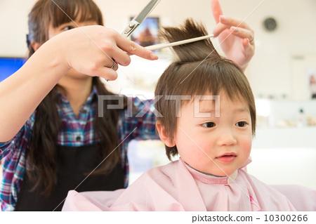 图库照片: 男孩 理发 小孩