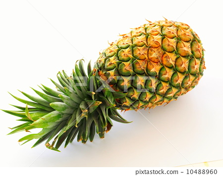 stockphoto:pineapplepineapplesfruit