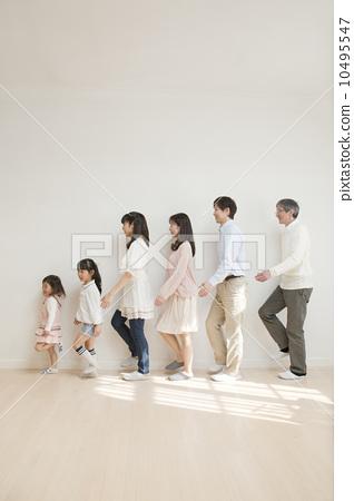 家庭 三代人 步行