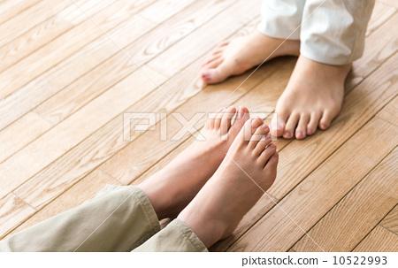 夫妇 男人和女人 脚