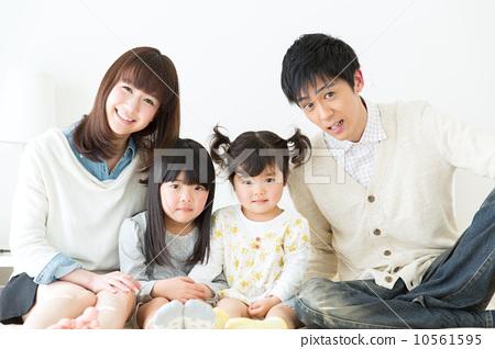 家庭 姐妹 父母和小孩