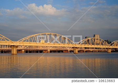 河流桥梁简笔画