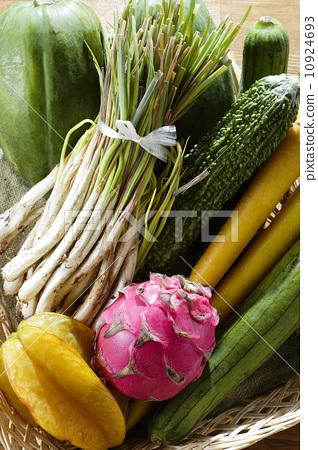 图库照片: 火龙果 蔬菜 拼盘