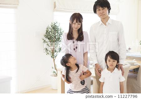 父母和小孩 资历 可爱