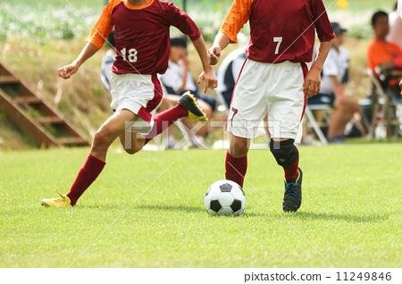 足球 运球 年轻人