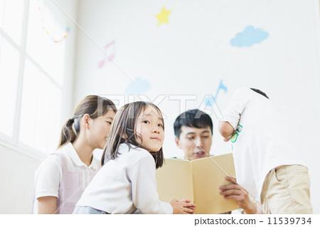 护士 幼儿园儿童 幼儿园的孩子