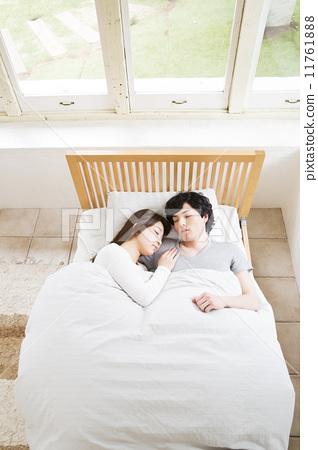 天天好逼网舔摸揉吻射_我和别的男人睡在了一张床上,摸了,吻了就是没做那事