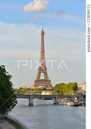 巴黎的 埃菲尔铁塔