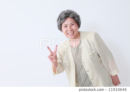 老人 首页 照片 人物 男女 老年人 微笑 笑脸 老人  *pixta限定素材仅