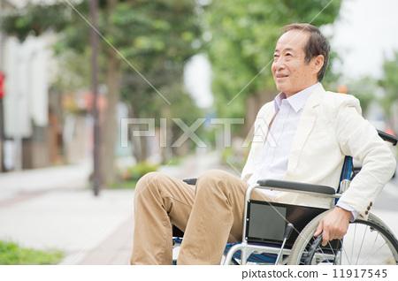 老年人 男人们 微笑
