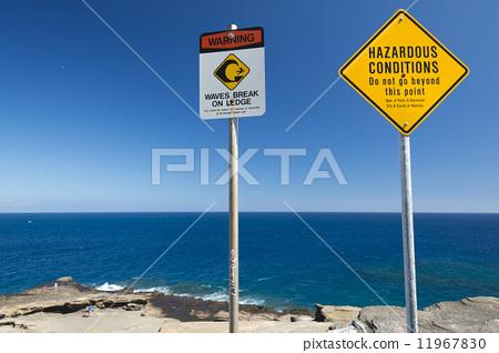 照片素材(图片): no swimming danger sign in hawaii