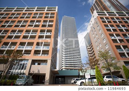 照片素材(图片): 高层公寓大楼 建筑 大楼