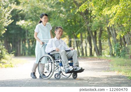 首页 照片 人物 男女 老年人 照顾者和老人  *pixta限定素材仅在pixta