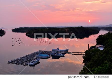 三重县 小岛 锯齿状的海岸线