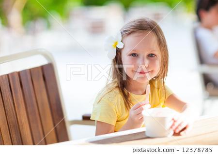 儿童用餐简笔画