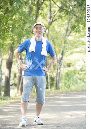 照片 运动_运动 减肥_训练 奔跑 奔跑 慢跑 男性  *pixta限定素材仅在