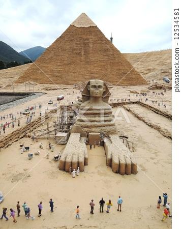818广场 金字塔