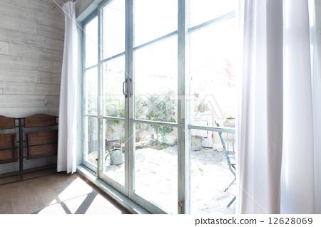 图库照片: 房间 在窗户旁 窗边