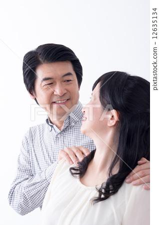 夫妇 中老年人 亲热