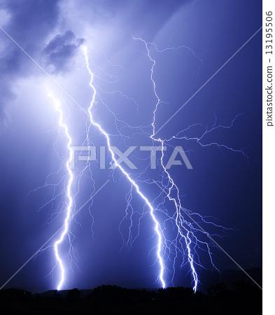 照片 闪电 首页 照片 天空 雷 闪电 闪电  pixta限定素材      闪电