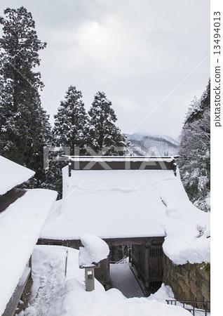 图库照片: 山中寺庙 雪 下雪的