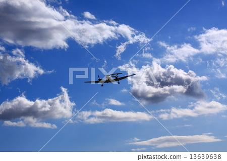 照片 休闲_爱好_游戏 玩耍 纸飞机 晴天 飞机 天空  *pixta限定素材仅