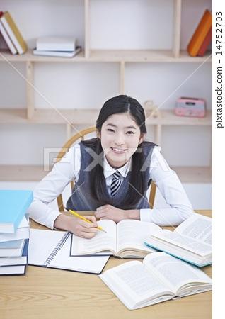 首页 照片 人物 学生 高中生 微笑 笑脸 高中生  *pixta限定素材仅在