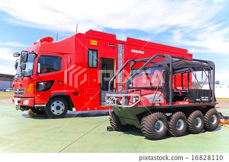 照片素材(图片): 消防车(海啸·大型洪水对抗车辆)