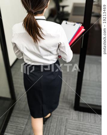 照片 姿势_表情_动作 构图 背影 白领ol 办公室女郎  *pixta限定素材