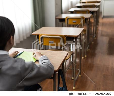 少女 首页 照片 人物 女性 女孩 教室 高中生 少女  *pixta限定素材仅