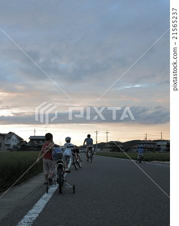 图库照片: 日落 夕阳 儿童