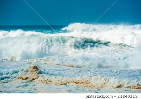 图库照片: 汹涌浪潮 波涛汹涌的海面 汹涌前进