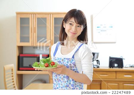女生 首页 照片 人物 女性 主妇 主妇 家庭主妇 女生  *pixta限定素材