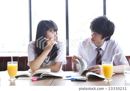 首页 照片 人物 男女 情侣/夫妻 高中生 情侣 夫妇  *pixta限定素材仅
