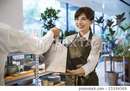 销售人员_客户服务 店员 店员 售货员 女生  *pixta限定素材仅在pixta