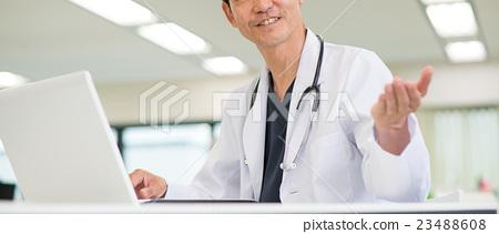 图库照片: 医生 博士 电脑