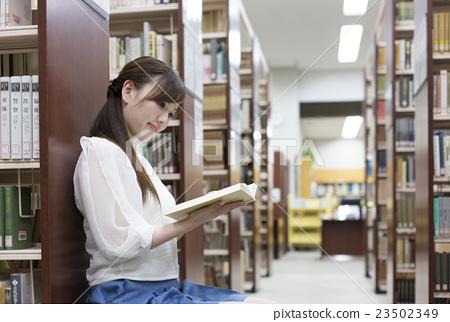 爱好 阅读 人物 图书馆 阅读  *pixta限定素材仅在pixta网站,或pixta