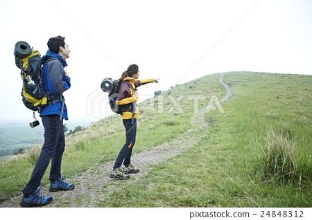 徒步旅行 首页 照片 人物 男女 情侣/夫妻 徒步旅行  *pixta限定素材