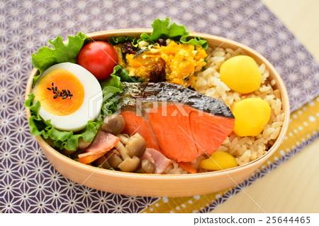 鱼_海鲜 海水鱼 三文鱼 日式便当 秋之美食 板栗米饭  *pixta限定素材
