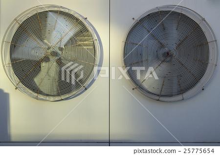 老式浴霸拆开里面风扇的电路图