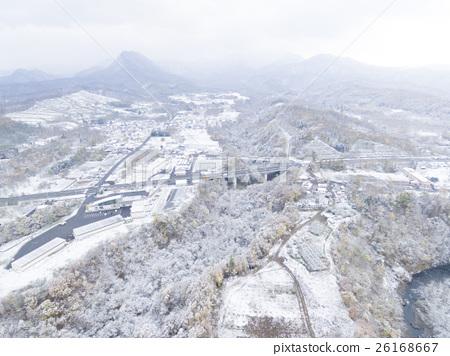 首页 照片 人物 男女 日本人 雪景 鸟瞰图 空中拍摄  *pixta限定素材