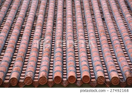 照片 人物 男女 日本人 红色水泥瓦屋顶 屋顶 房顶  *pixta限定素材仅