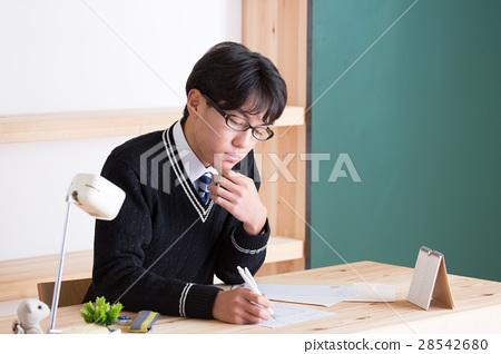 写作 首页 照片 人物 学生 高中生 高中生 写 写作  *pixta限定素材仅