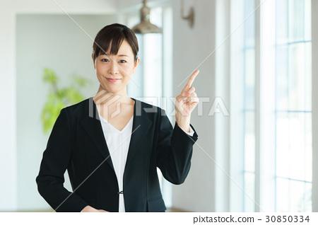 姿势 指示 职业妇女 女强人 女企业家  *pixta限定素材仅在pixta网站